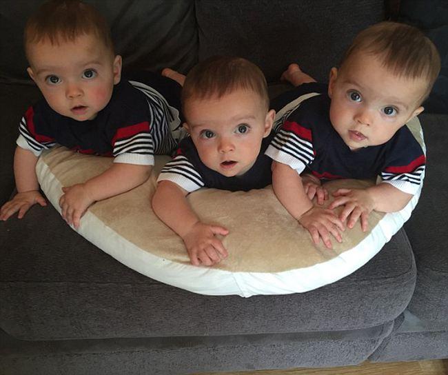 英国母亲晒同卵三胞胎,2亿分之一的概率!