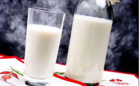 喝豆浆或喝牛奶的功效对女人来说是不同的