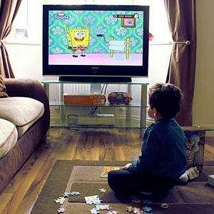 两岁宝宝竟然爱看电视,怎么办?